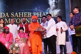 GLIMPSES OF DR GURJEE KUMARAN SWAMI OF 5TH SANTAN DHAM BLESSES AWARD WINNERS Of DADA SAHEB PHALKE FILM FOUNDATION 2019