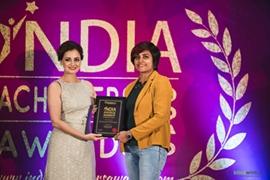 Bollywood Actress Diya Mirza felicitated Ar. Ronjeta Prasad Gavandi with India Achievers Award 2019