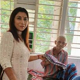 Mrs Universe Asia Queen 2019 Dr Naavnidhi K Wadhwa celebrates Diwali at Home for the Aged