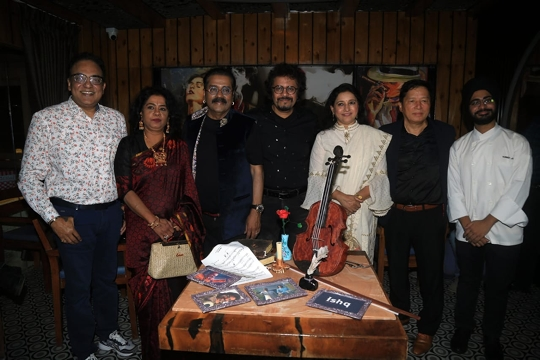 Chef Harneet Jolly Surprises Bickram Ghosh And  Hariharan With Chocolate Violin Sculpture To Celebrate  ISHQ- SONGS  OF LOVE  Album Launch